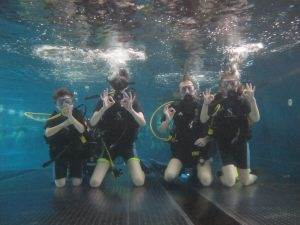 4 New PADI Try Dive participants at 2DiVE4 - Feb. 2020